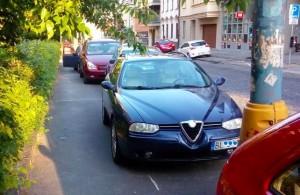 Parkovanie na Námestí slobody pri STU, v rozpore s dopravnými predpismi